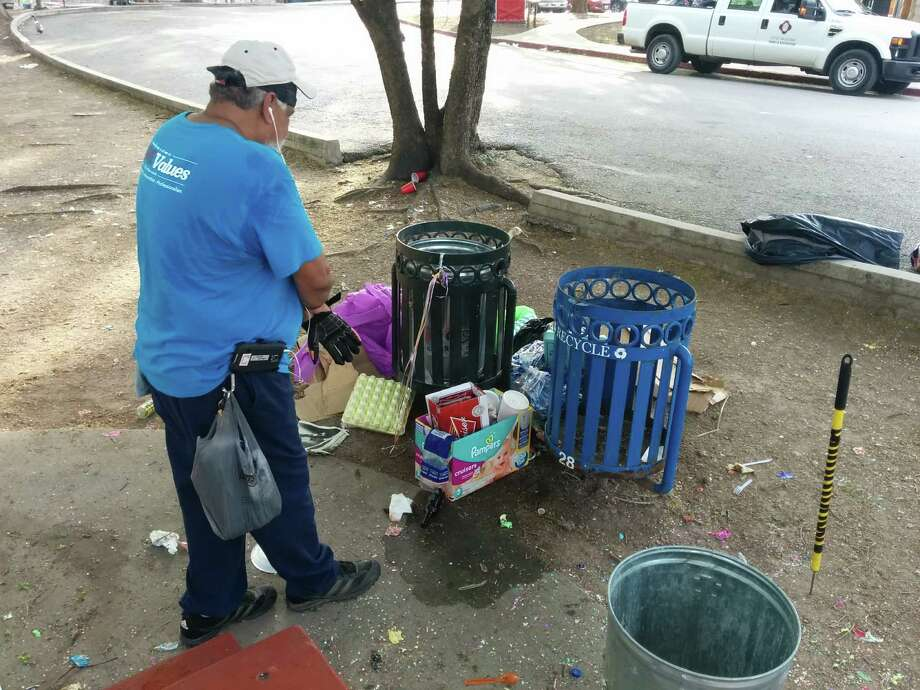 City crews cleaned up trash left at Brackenridge Park from Easter celebrations on April 6, 2015. Photo: John Tedesco/San Antonio Express-News