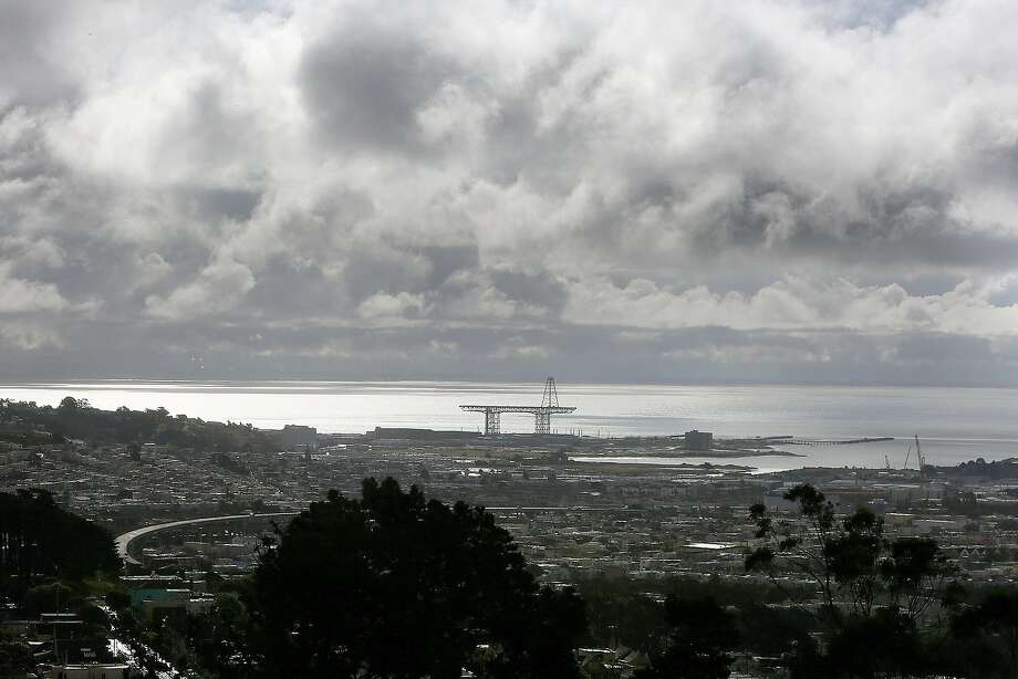 A round of scattered showers are expected throughout Thursday in the Bay Area, forecasters said, a day after a light band of rain swept through the region. Photo: Liz Hafalia, The Chronicle