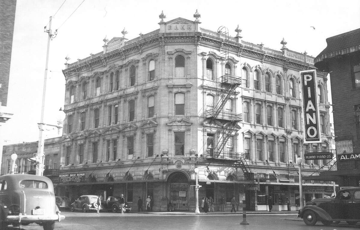 The downtown San Antonio Kampmann Building as seen from the intersectin of Soledad and Commerce Streets on Nov. 14, 1939.