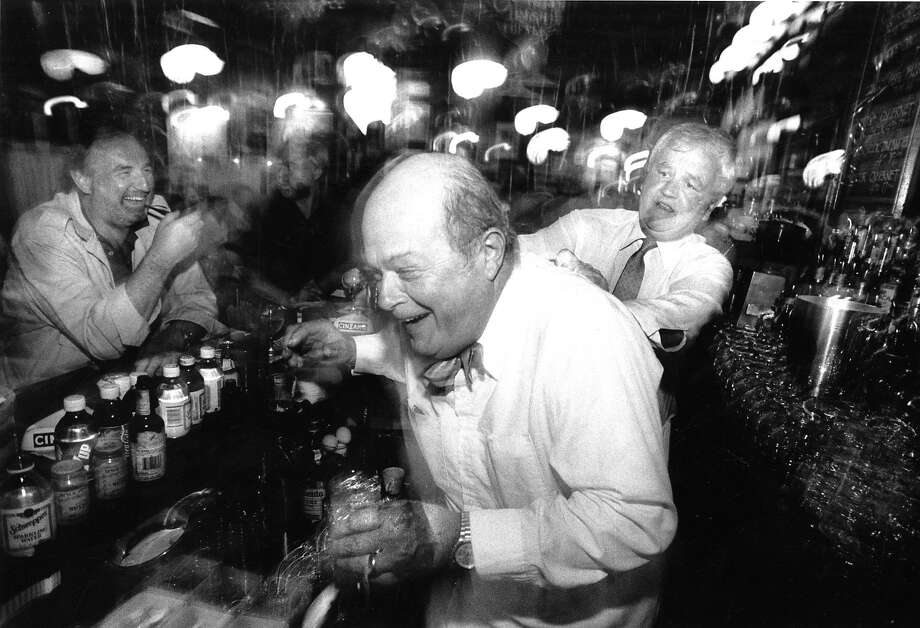 Veteran Perry's bartender Michael McCourt, right, jokes around with Scott Beach at the San Francisco establishment in 1989. Photo: Jason M. Grow, The Chronicle