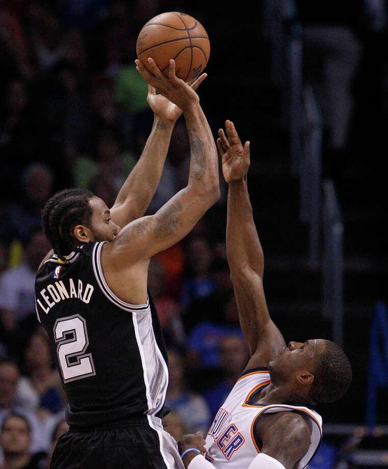 Kawhi Leonard scored 26 points as the Spurs won their eighth straight game. Photo: Sue Ogrocki / Associated Press / AP