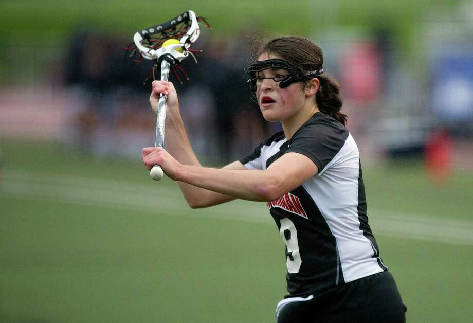 New Canaan's Isabel Taben carries the ball. Photo: Lindsay Perry / Stamford Advocate