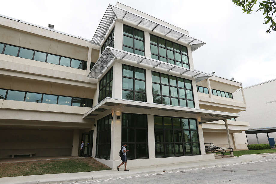 The Sutton Learning Center at St. Philip's College. Photo: Jerry Lara /San Antonio Express-News / © 2015 San Antonio Express-News