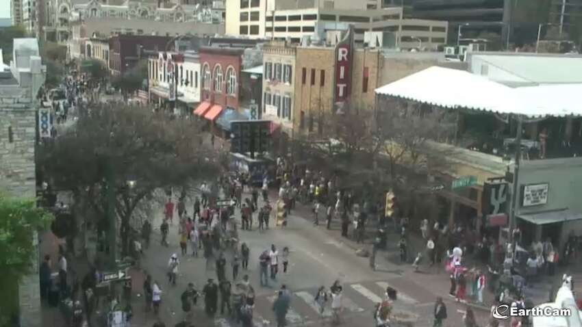 6th Street: Austin, Texas Want to see what's happening at SXSW or any other regular, wild weekend night in the Live Music Capital of the World? Here is the feed for Austin shenanigans.Live: www.earthcam.com