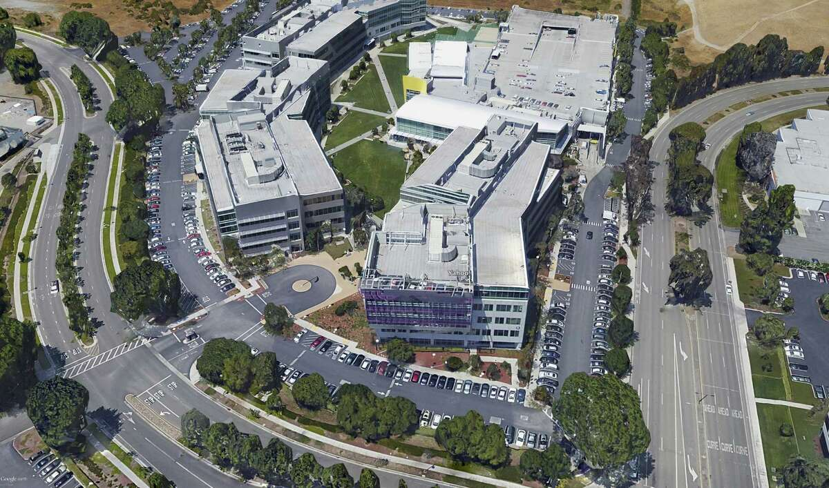 A virtual aerial view of the Yahoo campus, using Google Earth.