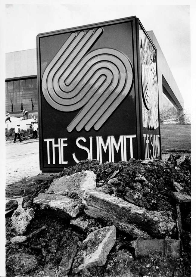 The Summit in its birthing stage in 1975. The building turns 42 years old this month, though most Houstonians only know it as Lakewood Church. Photo: Manuel Chavez, File / Houston Post