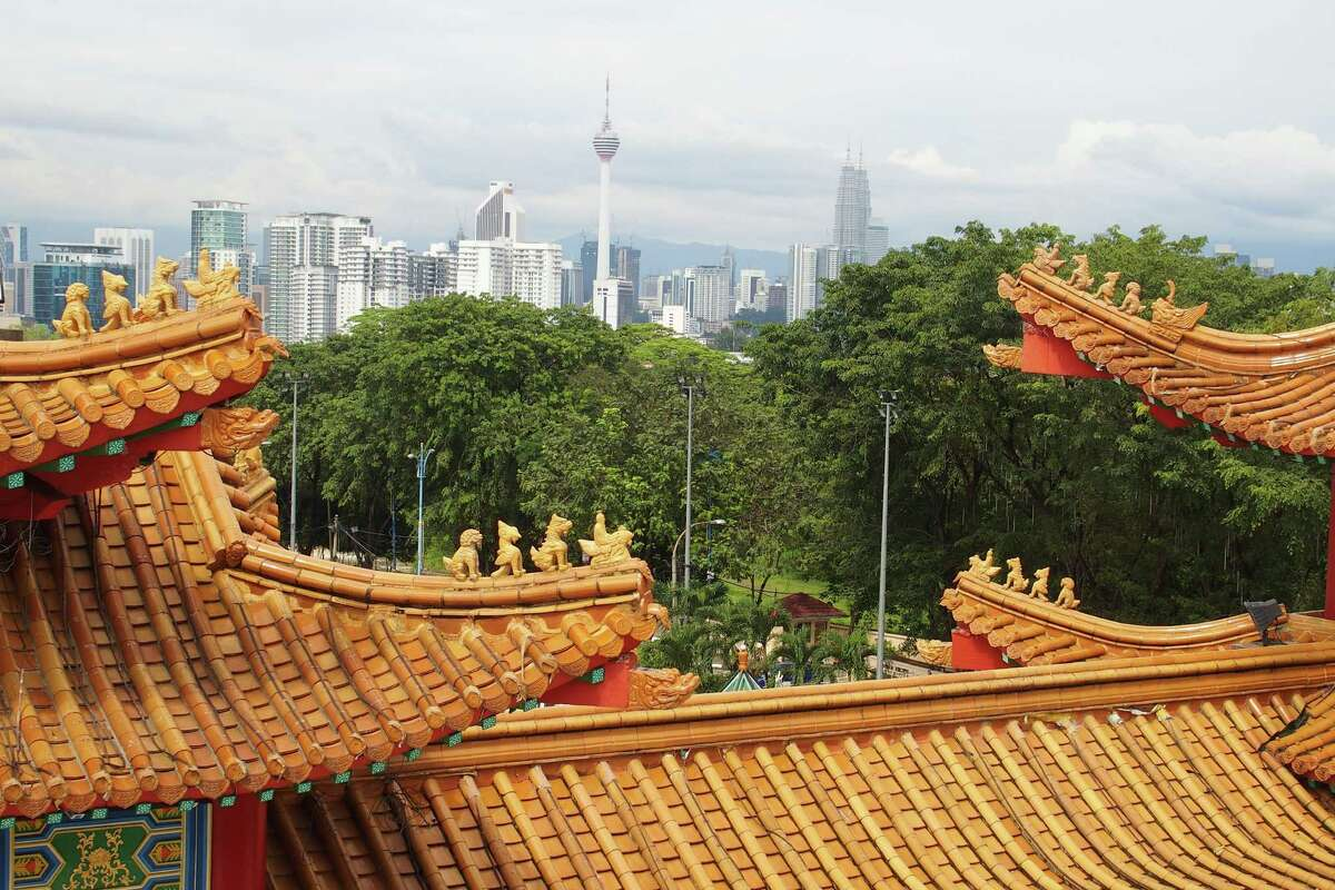 Below: The upper floor of Thean Hou Temple is serene despite its proximity to the bustling city.