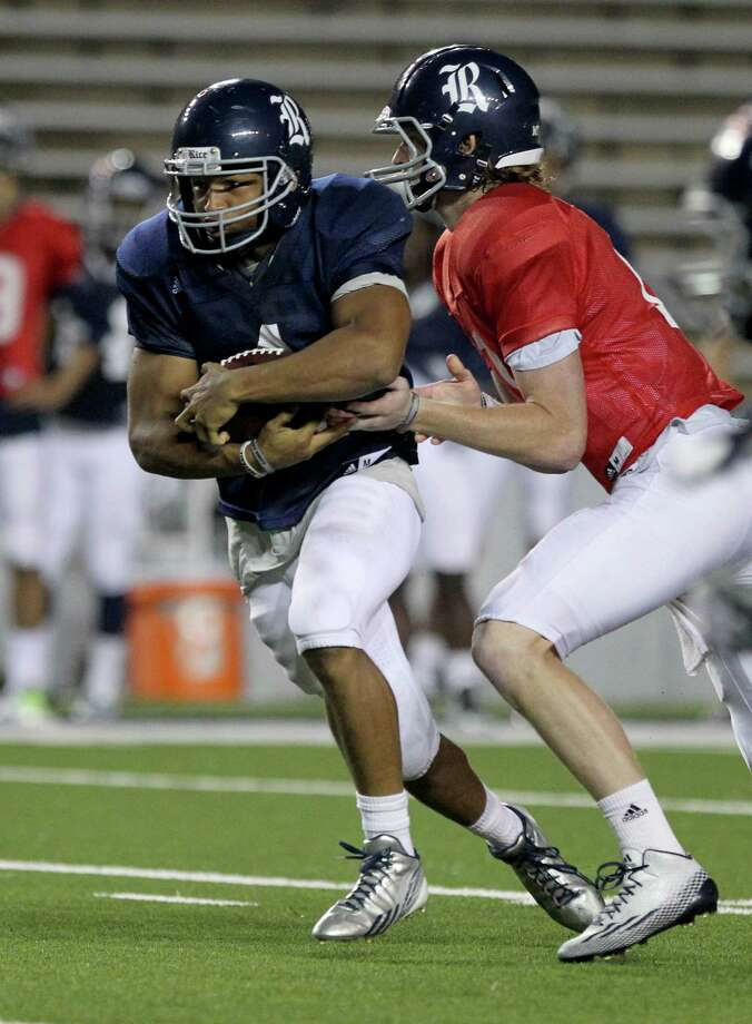 Quarterback Tyler Stehling #10 hands the ball to running back Darik Dillard #1 during the Rice University Blue Gray spring football game at Rice Stadium Friday, April 10, 2015, in Houston, Texas. Photo: Gary Coronado, Houston Chronicle / © 2015 Houston Chronicle