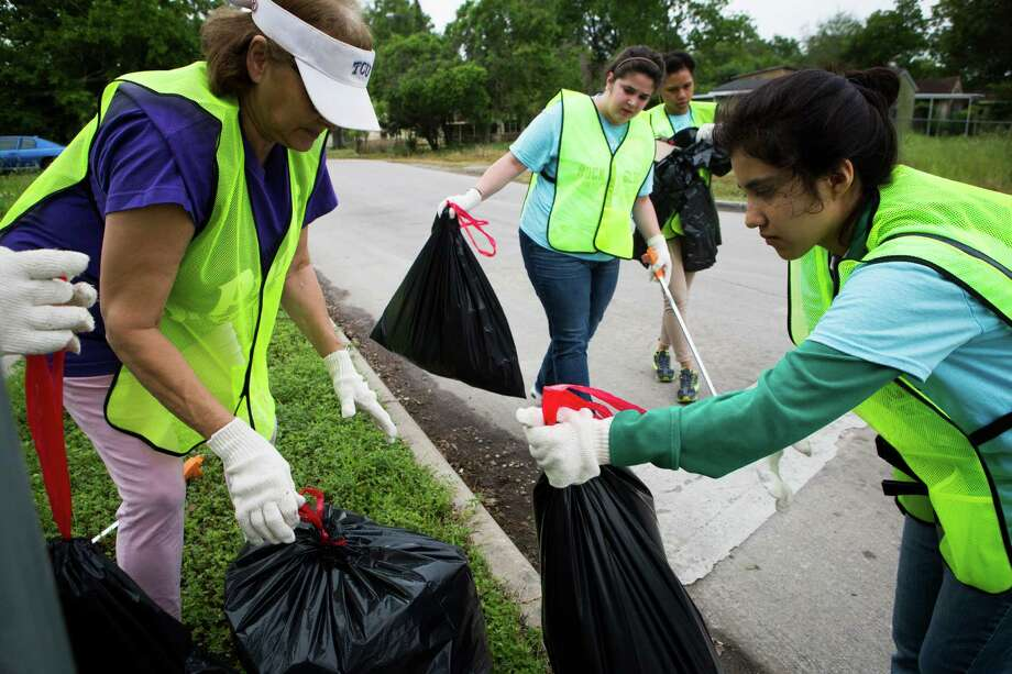 From left, Jo Chevalier and University of Houston students Laila Machado, 22; Carrie Broussard, 23; and Andrea Fernandez, 21, were among volunteers who helped clean up trash and debris at sites across the Third Ward on Saturday. Photo: Marie D. De Jesus, Staff / © 2015 Houston Chronicle