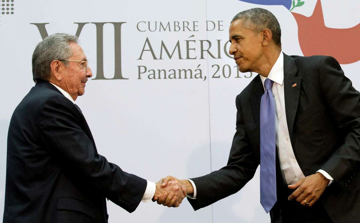 RETRANSMISSION of NYT9A TO PROVIDE TIGHTER CROP -- Cuban President Raul Castro with President Barack Obama in Panama City, Saturday, April 11, 2015. (Stephen Crowley/The New York Times)