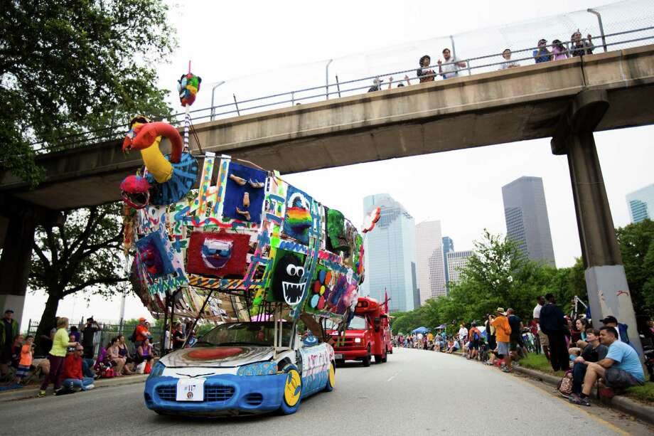 Allen Parkway was the runway for 259 entries in the 28th Annual Art Car Parade on Saturday. Photo: Marie D. De Jesus, Staff / © 2015 Houston Chronicle