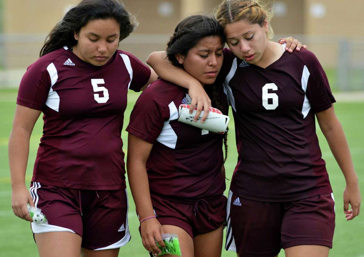 Los Fresnos Falcons remain united after their defeat to San Antonio Reagan Rattlers Saturday afternoon at Brownsville Sports Park.
