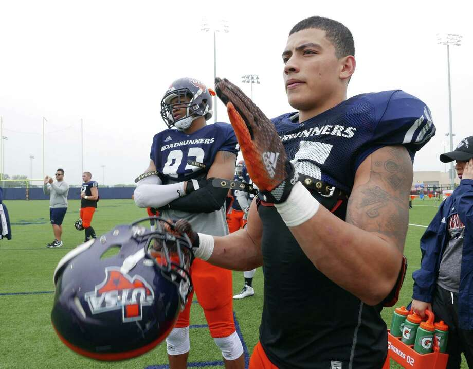 UTSA safety Mauricio Sanchez, who attended Warren High School, encourages teammates during workouts on April 11, 2015. Photo: Billy Calzada /San Antonio Express-News / San Antonio Express-News