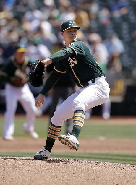 A's starting pitcher Sonny Gray throws as the Oakland Athletics take on the Seattle Mariners at O.co Coliseum in Oakland, Calif. on Sat. April 11, 2015. Photo: Michael Macor, The Chronicle