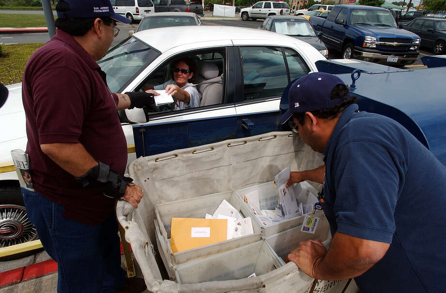 With more than 90 percent of tax returns filed online nationwide, the U.S. Postal Service no longer offers curbside pickup of income-tax return mailings on tax day. Photo: Express-News File Photo / SAN ANTONIO EXPRESS-NEWS