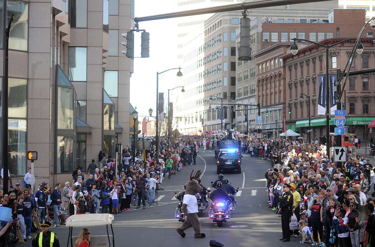 Hartford County Estimated population 2010: 894,029 Estimated population 2015: 895,841 Percent growth: + 0.2%