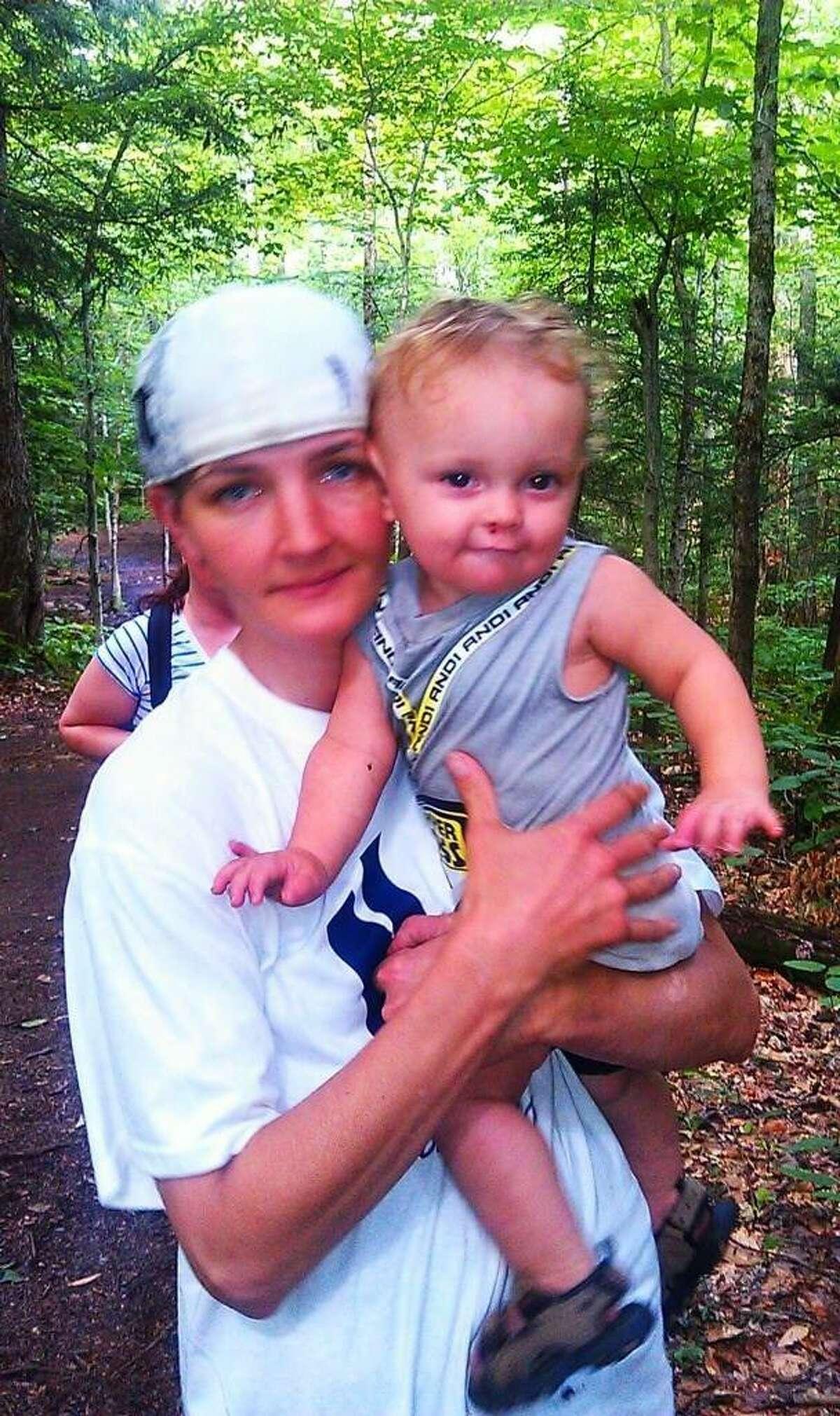 Brenda Hotaling with her son, Eli, 1. Eli died Dec. 9 after swallowing liquid nicotine. ORG XMIT: y0xAv_1ICFxCGYTNJfnY