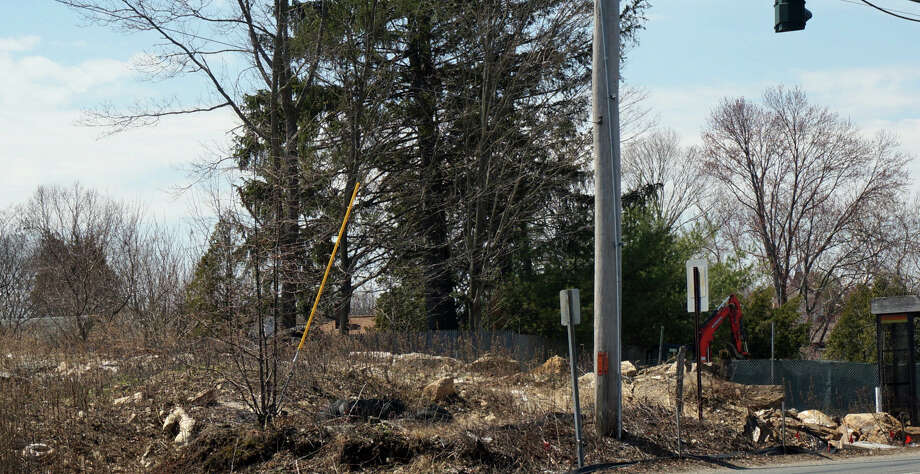 The property on the Post Road where Walgreen's had planned to build. Neighbors are appealing a zoning decision that would allow a retail use on the site. Photo: Genevieve Reilly / Fairfield Citizen