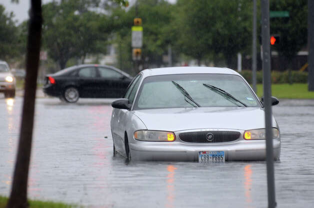West 43rd and Oak Forest  Cars drive by a stranded vehicle in the high water at the intersection of West 43rd and Oak Forest after  a downpour Monday  May 26, 2014. Photo: Dave Rossman, Houston Chronicle File / © 2014 Dave Rossman