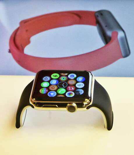 Despite a wide variety in price, all Apple Watches have the same internal workings and features. Photo: Bebeto Matthews, STF / AP