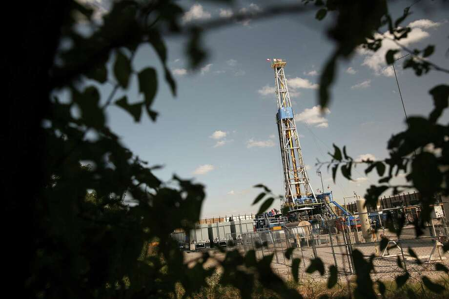 A hydraulic fracturing drill site in Denton sits smack dab in the middle of one of the nation's richest reserves of gas. (Dylan Hollingsworth/The New York Times) Photo: DYLAN HOLLINGSWORTH, STR / NYTNS
