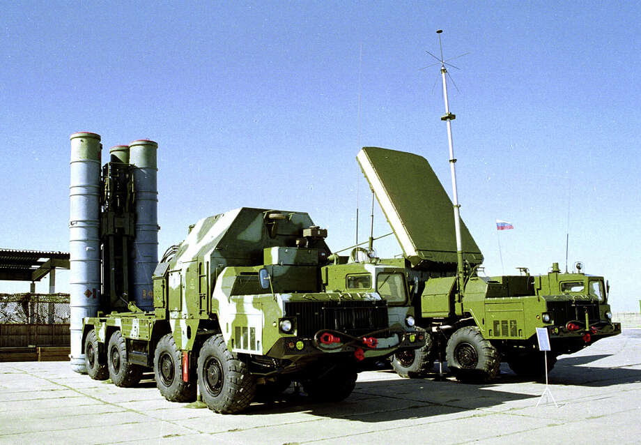 Russia signed an $800 million contract to sell Iran an S-300 anti-aircraft missile system in 2007, but later suspended its delivery because of objections from the United States and Israel. President Vladimir Putin approved the delivery Monday. Photo: STR / AP