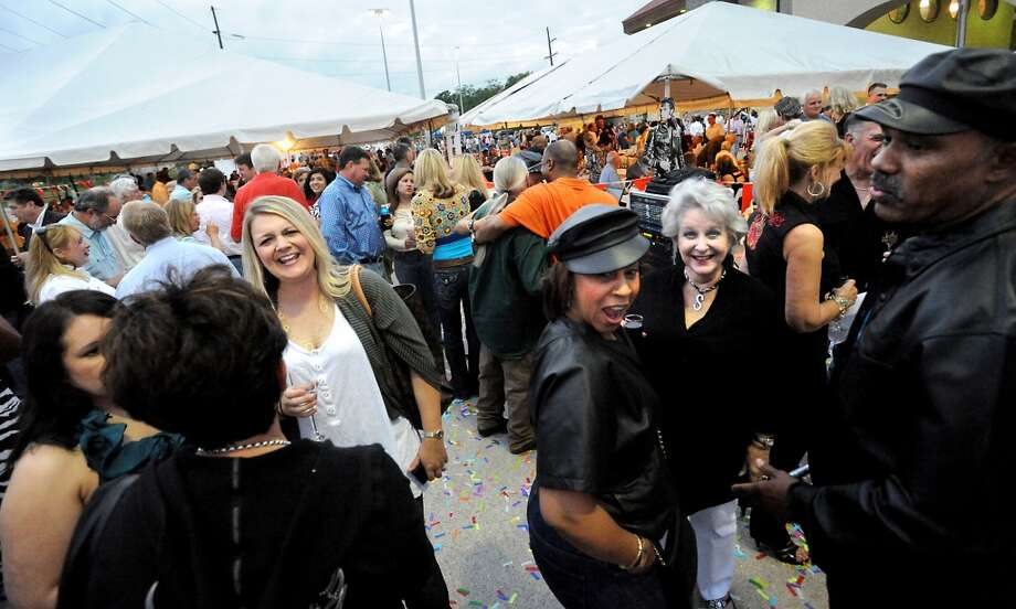 Hundreds of people gathered to participate in the Julie Rogers Gift of Life Champagne and Ribs Prostate Cancer Program benefit at Cowboy Harley Davidson in Beaumont, Thursday. Tammy McKinley/ The Enterprise Photo: Tammy McKinley/ The Enterprise