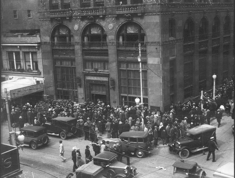 Renters of safety deposit boxes wait in line to gain access to their boxes at City-Central Bank and Trust Co. on Oct. 1, 1931, the first day after depositors were allowed access to their boxes after the bank failed to open on Sept. 28, 1931. Photo: UTSA Special Collections / San Antonio Light Collection