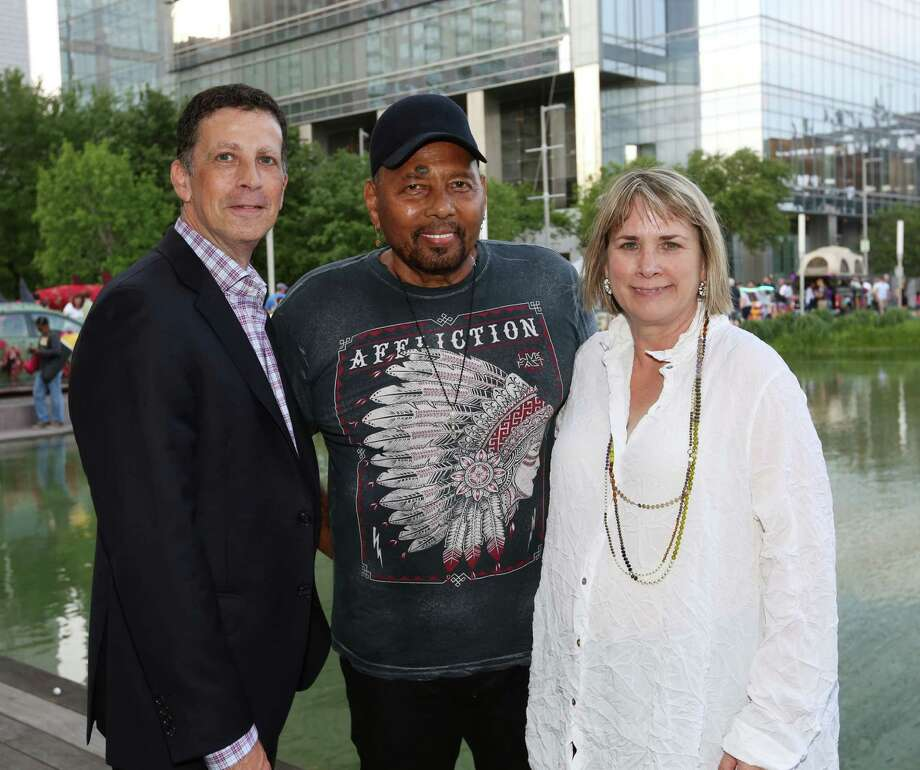 Barry Mardell, from left, Aaron Neville and Susanne Theis Photo: Jon Shapley, Staff / © 2015 Houston Chronicle