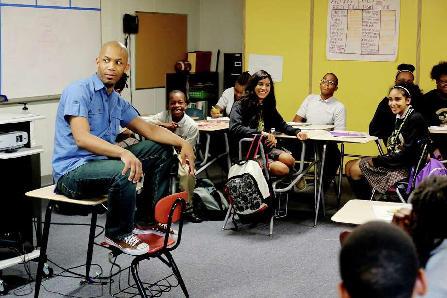 Poet Emanuelee Bean working with students of Ms Dionne Hemphill's Advance Theater Class at KIPP Liberation for an upcoming poetry slam. Photo by Pin Lim. Photo: Pin Lim, Freelancwe / Copyright Forest Photography, 2015.