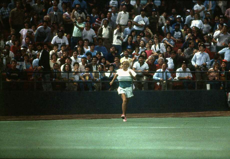 Morganna Roberts makes a dash for Astros pitcher Nolan Ryan on April 9, 1985. Photo: Houston Chronicle / Houston Chronicle