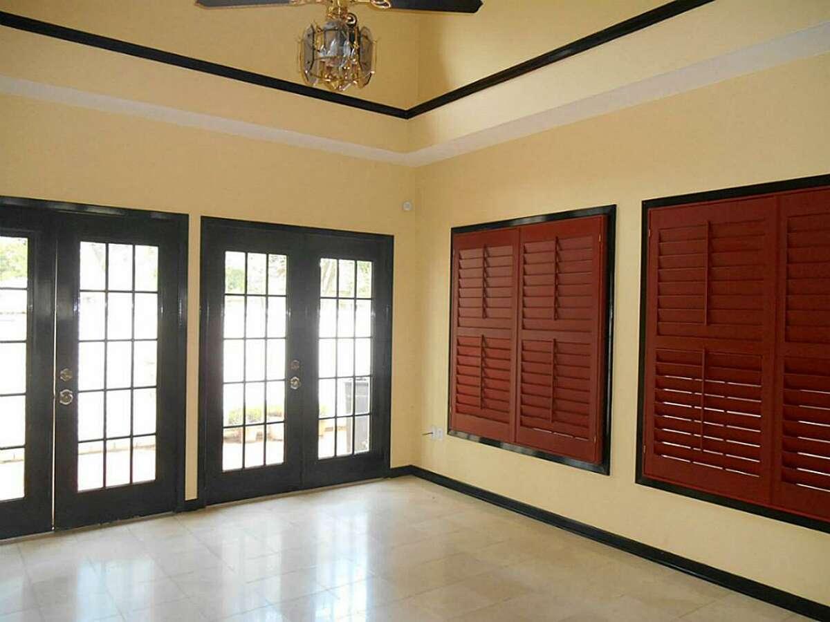 316 E. Calhoun in El Campo: $200,000 / 2 bedrooms / 2 full and 1 half bathrooms / 3,685 square feet