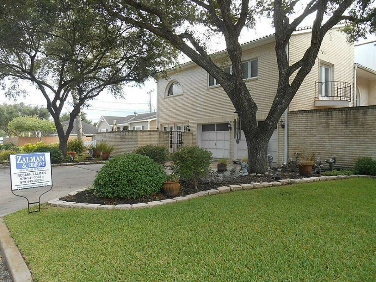 El Campo:Two-bedroom home has two courtyards and two balconies, raised ceilings and a formal dining room. 3,685 square feet