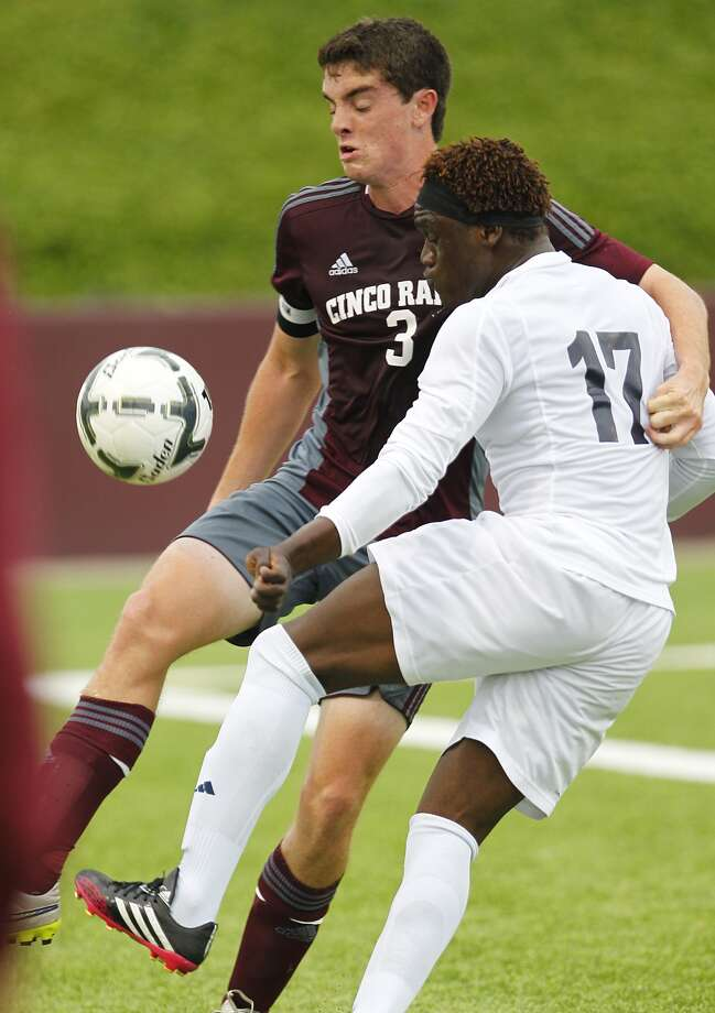 Larry Dial of Cinco Ranch battles for ball control with Layee Kromah of Alief Elsik in the 6A Region III Soccer semi-finals at Abshier Stadium in Deer Park on April 10, 2015. Photo: Diana L. Porter / © Diana L. Porter