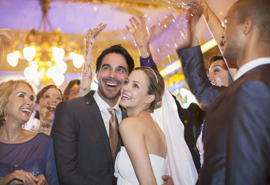 How much does the average wedding cost?According to the number crunchers at CreditDonkey, the average couple spends almost $30,000 on their wedding, not including the honeymoon. Here's the item-by-item cost breakdown... Photo: Caiaimage/Tom Merton, Getty Images / (c) Caiaimage/Tom Merton