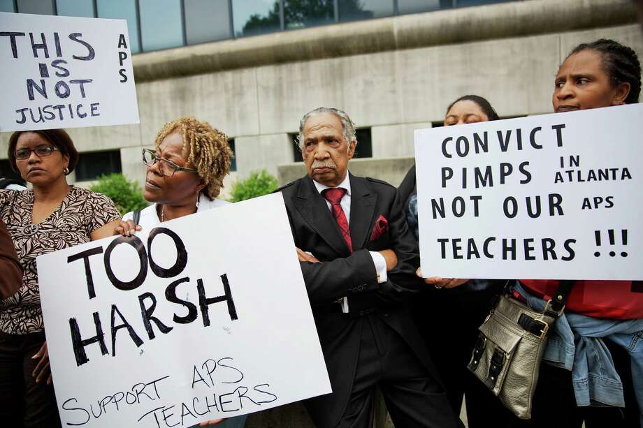 Supporters of former Atlanta public school educators who were sentenced in a cheating scandal  attend a vigil outside Fulton County Superior Court. Photo: David Goldman / Associated Press / AP