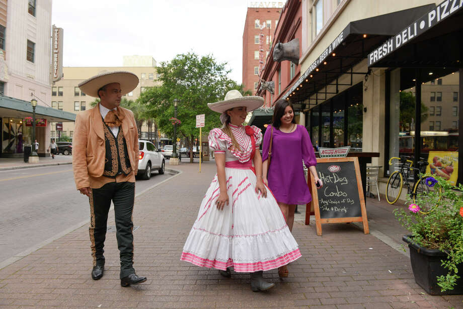 Deposed Charro Queen Gabriela Gonzalez arrives for the Hispanic Heritage Center of Texas Annual Fiesta Kickoff at the Buckhorn Saloon Wednesday evening with her father, Robert Gonzalez (left) and friend Andrea Quintana. Photo: Robin Jerstad / San Antonio Express-News