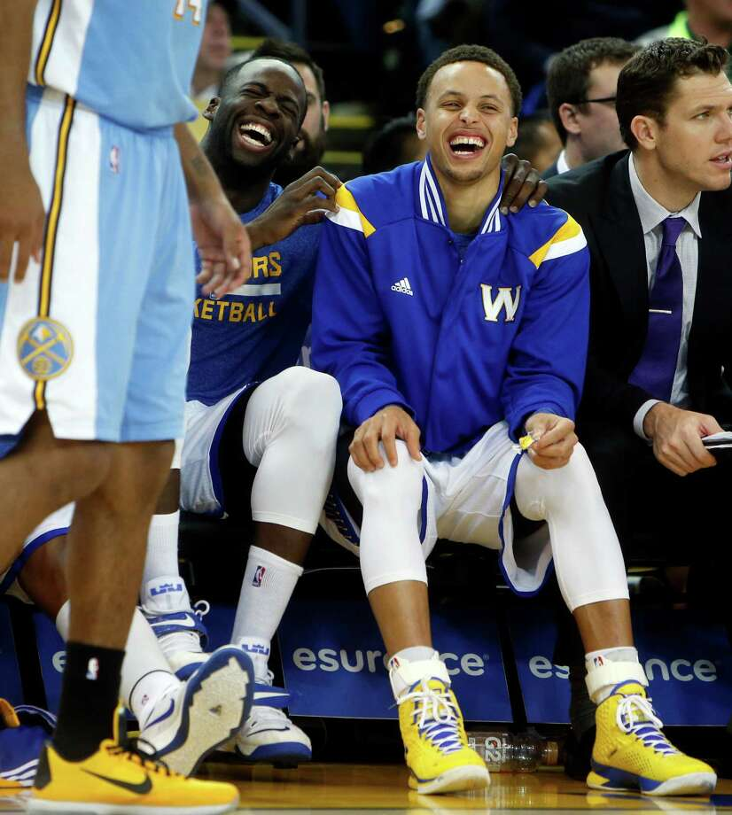 Stephen Curry and Draymond Green enjoy the fourth quarter of the regular season-ending 133-126 defeat of Denver on Wednesday. Photo: Scott Strazzante / The Chronicle / ONLINE_YES
