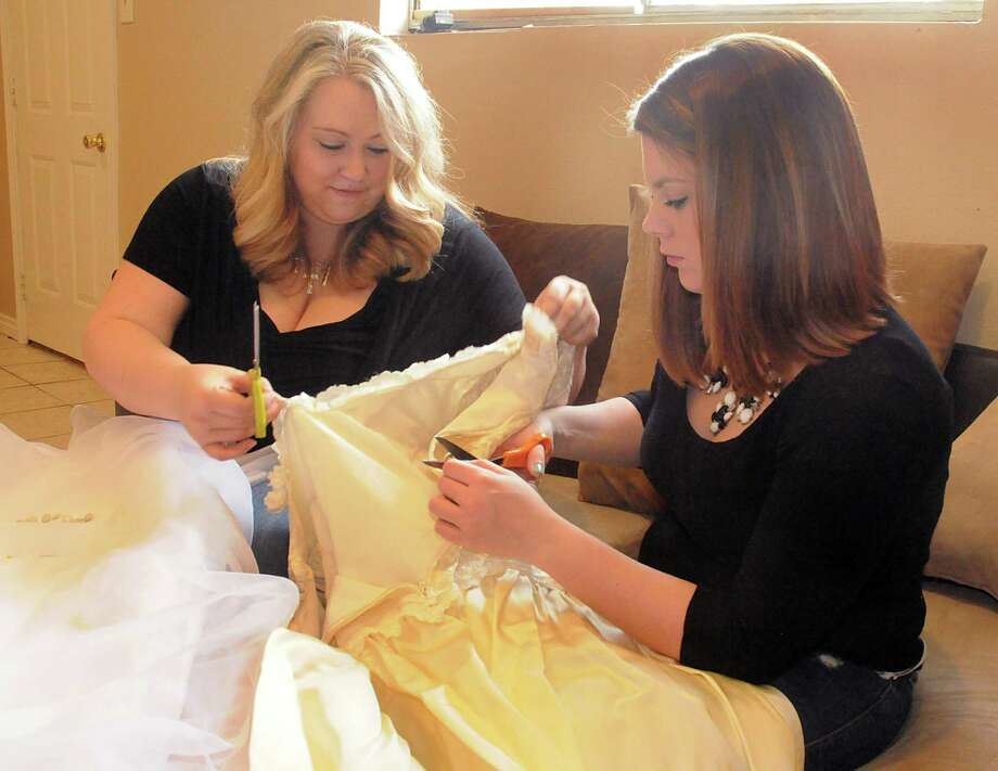 Oak Ridge mom turns wedding dresses into \'angel gowns\' - Houston ...