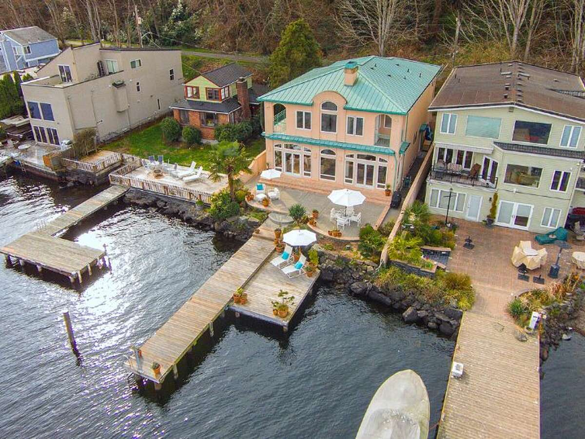 An aerial view of 14012 Riviera Place N.E.