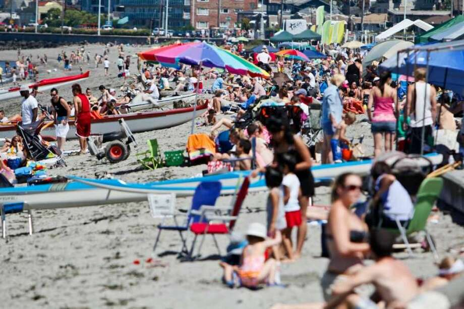 Alki Beach may be packed this weekend during the forecasted early-onset heatwave. Photo: Joe Dyer/seattlepi.com, Seattlepi
