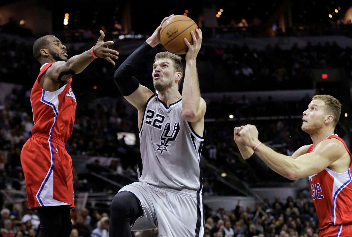 San Antonio Spurs?' Tiago Splitter (22) drives between Los Angeles Clippers' Chris Paul, left, and Blake Griffin during the second half of an NBA basketball game, Saturday, Jan. 31, 2015, in San Antonio. Los Angeles won 105-85. (AP Photo/Eric Gay)