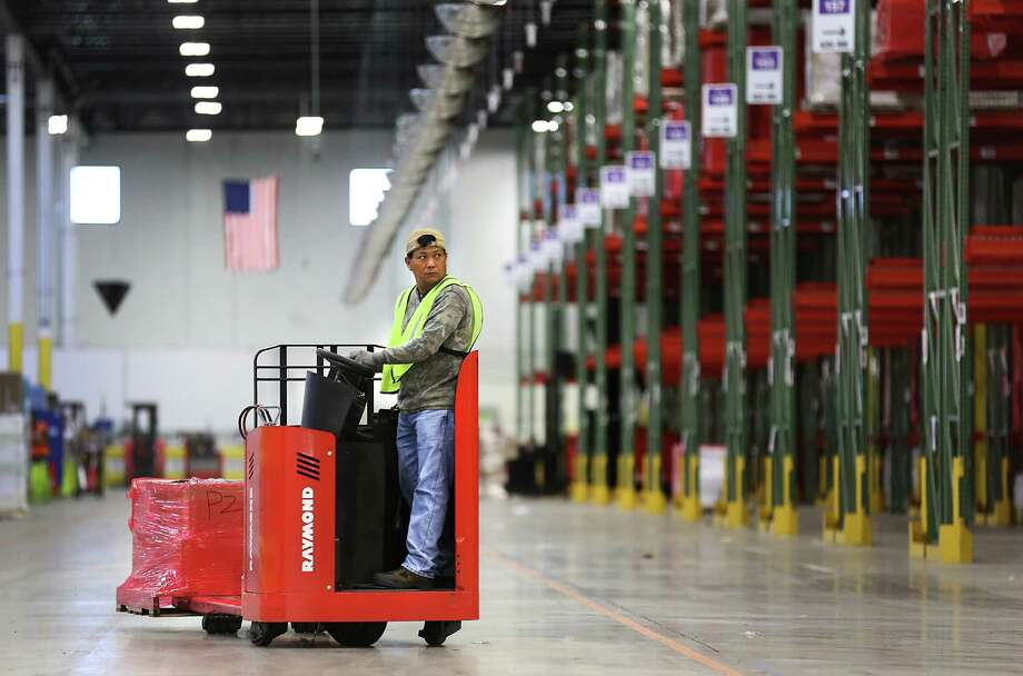 The West Side center will be used to sort packages by ZIP code from Amazon fulfillment centers, such as this one in Schertz. Photo: Bob Owen /San Antonio Express-News / © 2015 San Antonio Express-News