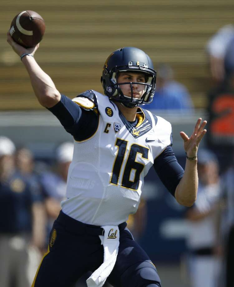 California Golden Bears quarterback Jared Goff (16) throws the ball during a football scrimmage, Saturday, April 18, 2015, at the California Memorial Stadium in Berkeley, Calif. Photo: Santiago Mejia, The Chronicle