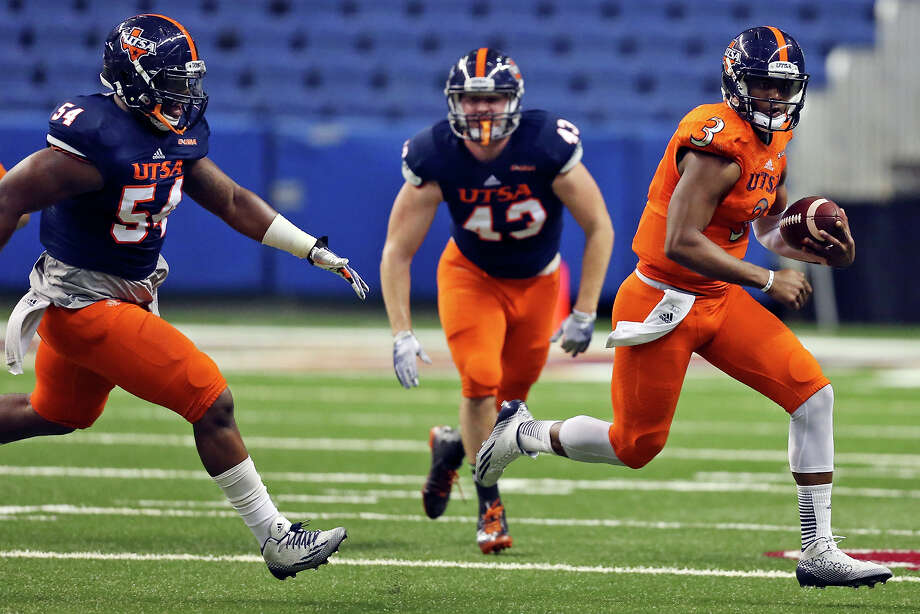 UTSA's Austin Robinson looks for room around nose tackle Kevin Strong Jr. (54) during their Football Fiesta Spring Game on April 18, 2015 at the Alamodome. Photo: Edward A. Ornelas /San Antonio Express-News / © 2015 San Antonio Express-News
