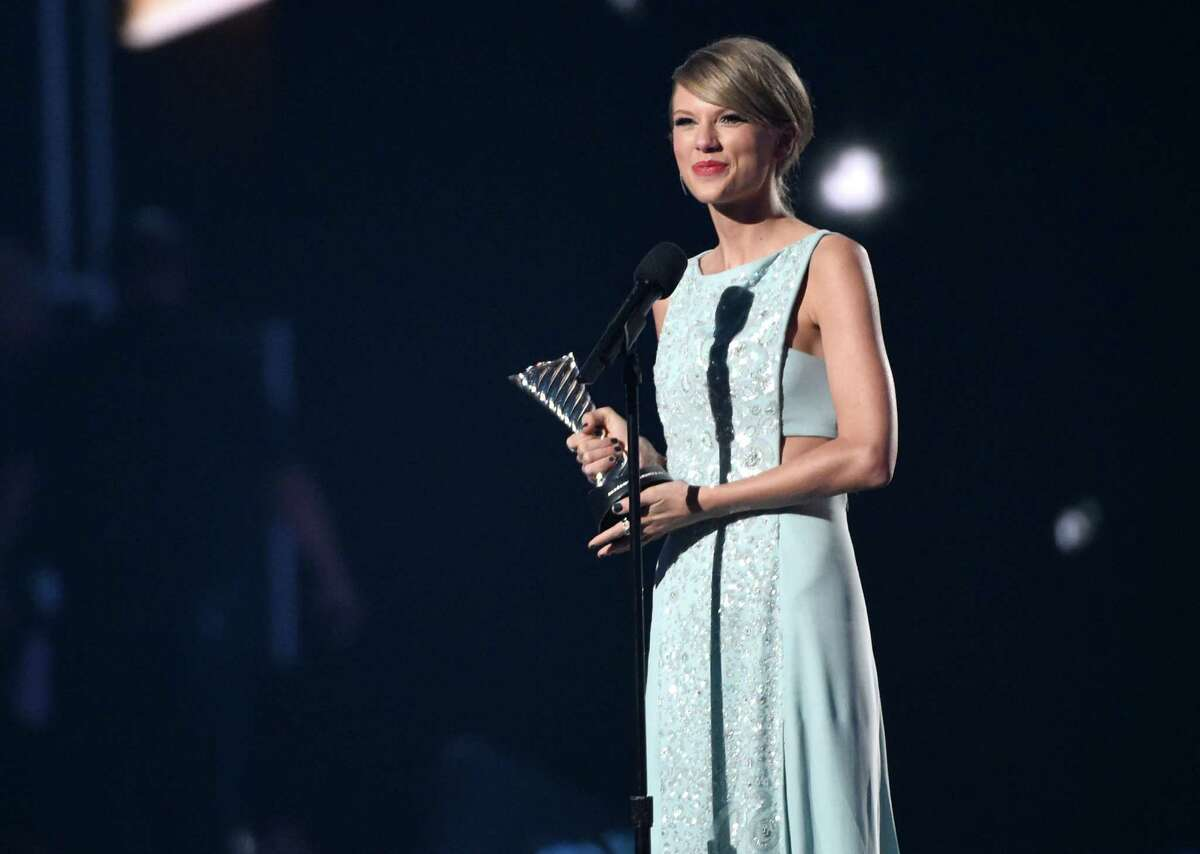Taylor Swift accepts the milestone award at the 50th annual Academy of Country Music Awards at AT&T Stadium on Sunday, April 19, 2015, in Arlington, Texas. (Photo by Chris Pizzello/Invision/AP)