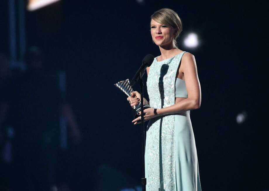 Taylor Swift accepts the milestone award at the 50th annual Academy of Country Music Awards at AT&T Stadium on Sunday, April 19, 2015, in Arlington, Texas. (Photo by Chris Pizzello/Invision/AP) Photo: Chris Pizzello, INVL / Invision