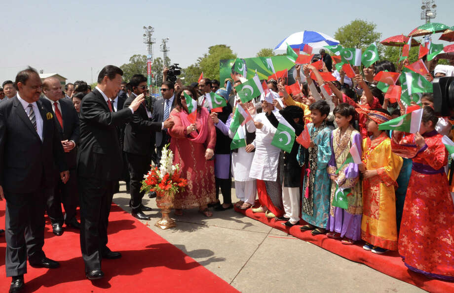 Children in Islamabad welcome Chinese President Xi Jinping at the start of his trip to Pakistan. Photo: Uncredited / Associated Press / Press Information Deaprtment via