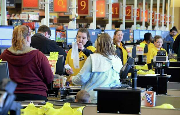 Cashier line at ShopRite on Central Avenue Tuesday March 31, 2015 in (John Carl D'Annibale / Times Union) Photo: John Carl D'Annibale / Albany, NY.