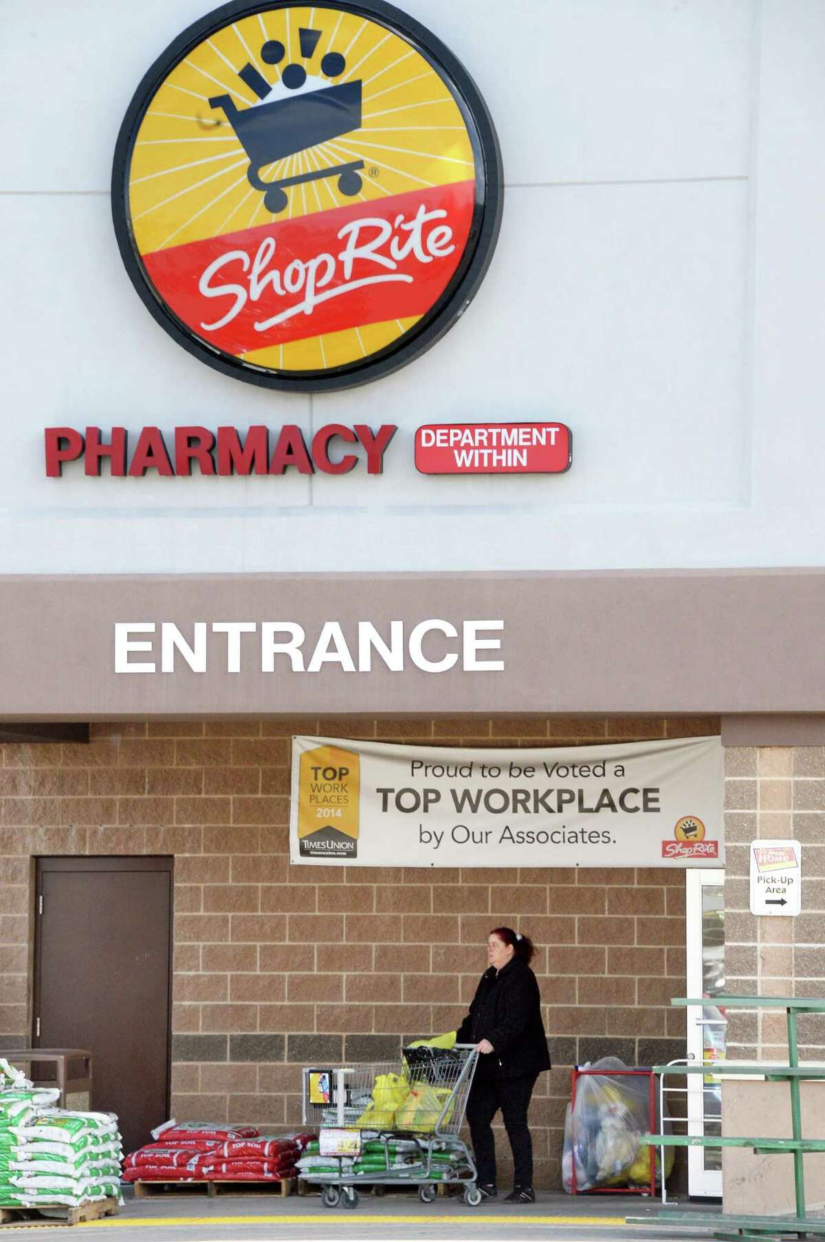 Entrance to ShopRite market on Central Avenue Tuesday March 31, 2015 in (John Carl D'Annibale / Times Union)